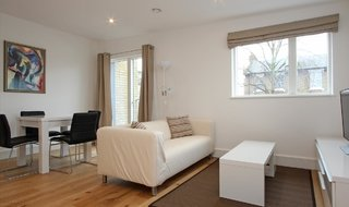 Flat to rent in Clarence Walk, London, SW4 6QX-View-1