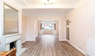 to rent in Courtland Avenue, Norbury, SW16 3BE-View-1