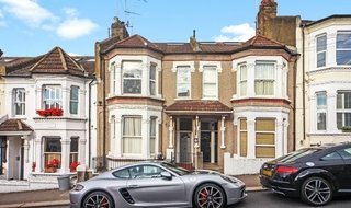 Flat to rent in Dorothy Road, London, SW11 2JP-View-1