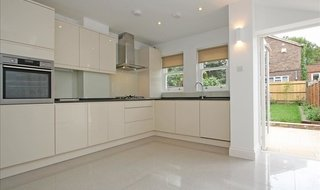 to rent in Elsley Road, London, SW11 5LJ-View-1