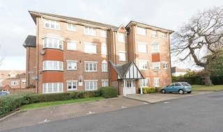 to rent in Fawcett Close, Streatham, SW16 2QJ-View-1