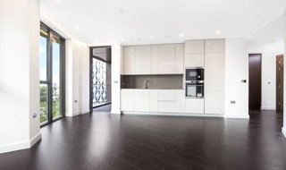 to rent in Haines House, 10 Charles Clowes Walk, SW11 7AH-View-1