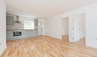 to rent in Lyndhurst Avenue, Norbury, SW16 4UF-View-1