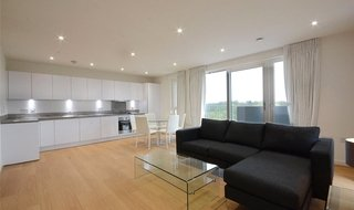 to rent in Moorhen Drive, Hendon, NW9 7DS-View-1