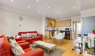 Flat to rent in Mossbury Road, London, SW11 2PB-View-1