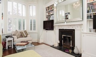 Flat to rent in Plough Road, London, SW11 2BJ-View-1