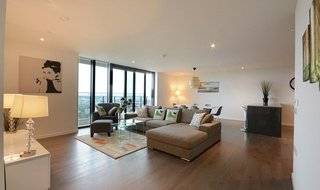Flat to rent in St. Gabriel Walk, London, SE1 6FF-View-1