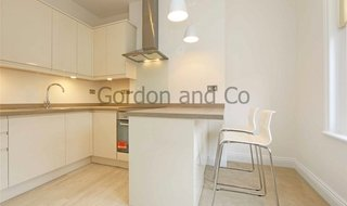 Flat to rent in St. John's Hill, London, SW11 1TN-View-1